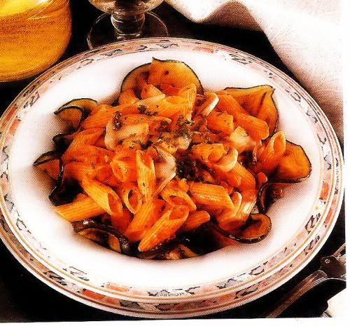 primi piatti, penne alle melanzane e funghi